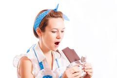 Flicka och choklad Arkivbild
