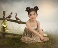Flicka och duvor Arkivfoto