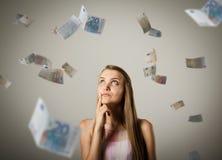 Flicka och euro Arkivbild