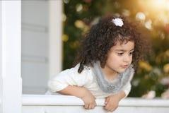 Flicka och farstubron Royaltyfria Bilder