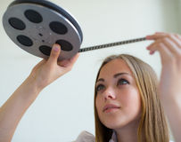 Flicka och film Arkivfoto