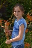 Flicka och fogad ihop docka Fotografering för Bildbyråer