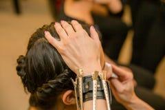 Flicka och härlig frisyr arkivfoto