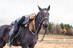 Flicka och häst Royaltyfria Foton