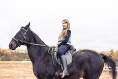 Flicka och häst Fotografering för Bildbyråer