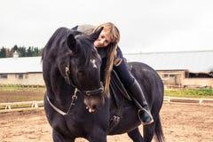 Flicka och häst Arkivbilder
