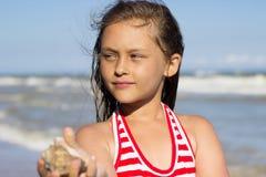Flicka och havet Fotografering för Bildbyråer