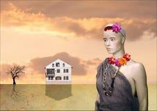 Flicka och hennes hus i öknen royaltyfria foton