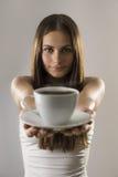 Flicka och kaffe royaltyfri fotografi