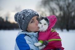 Flicka och katt Arkivfoto
