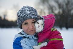 Flicka och katt Royaltyfri Bild