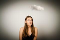 Flicka och moln Arkivbild