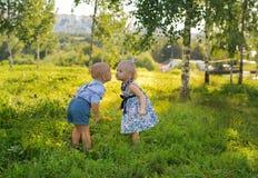 Flicka och pojke Royaltyfria Foton