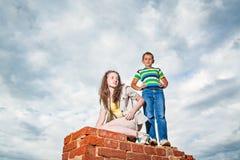 Flicka och pojke Arkivbild