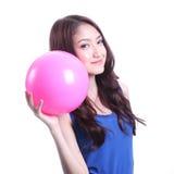 Flicka- och rosa färgboll Arkivfoto