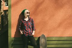 Flicka och skridsko arkivfoto