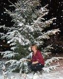 Flicka och snöfall Royaltyfri Bild