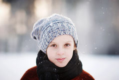 Flicka och snöflingor Royaltyfria Foton