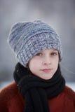 Flicka och snöflingor Arkivfoton