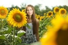 Flicka och solrosor Royaltyfri Fotografi
