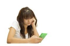 Flicka och telefon royaltyfri foto