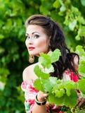 Flicka och vingård Royaltyfria Bilder