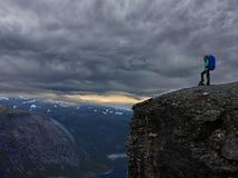Flicka på bergen Royaltyfri Bild