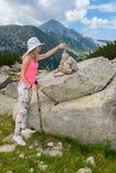 Flicka på berget Pirin Royaltyfria Foton