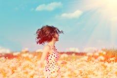 Flicka på bovetefältet Royaltyfri Bild