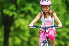 Flicka på cykeln Arkivfoton