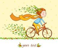 Flicka på cykeln, höstbakgrund Royaltyfria Bilder