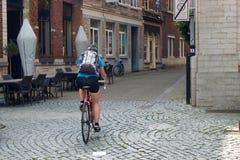 Flicka på cykeln i Leuven _ Fotografering för Bildbyråer