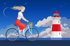 Flicka på cykeln och fyren Arkivbilder