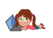 Flicka på datoren royaltyfria bilder