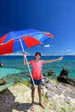 Flicka på den härliga stranden royaltyfria foton