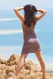 Flicka på det döda havet Arkivbild