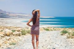 Flicka på det döda havet Royaltyfria Foton