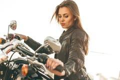 Flicka på en motorcykel royaltyfri foto