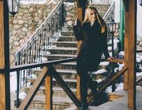 Flicka på gatan arkivfoto