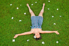 Flicka på gräset Royaltyfri Foto