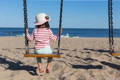 Flicka på gunga Fotografering för Bildbyråer