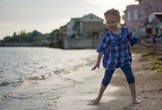 Flicka på havet Royaltyfri Fotografi
