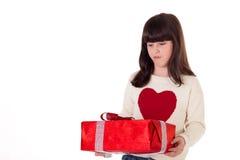 Flicka på jul med gåvaaskar Arkivfoton