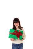 Flicka på jul med gåvaaskar Arkivbilder