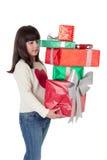 Flicka på jul med gåvaaskar Royaltyfri Bild