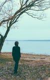 Flicka på laken royaltyfri fotografi