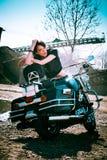 Flicka på mopeden Royaltyfri Bild