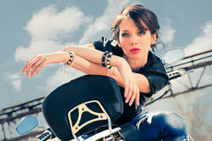 Flicka på mopeden Royaltyfri Foto