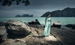 Flicka på Phi Phi Island Arkivbilder