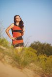 Flicka på sanden Arkivbild